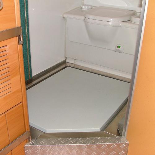 Bereits Seit Anfang Der 90er Jahre Bieten Wir Auf Wunsch Raumkonzepte An,  In Denen Der Sanitärbereich Im Eingangsbereich Liegt.